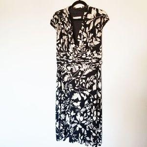 Flattering Black/White/Grey A-Line Capsleeve Dress
